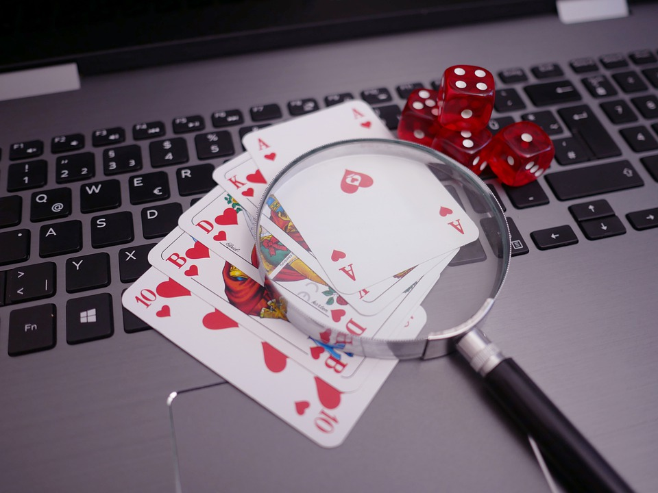 The Pros and Cons of Playing in an Online Casino